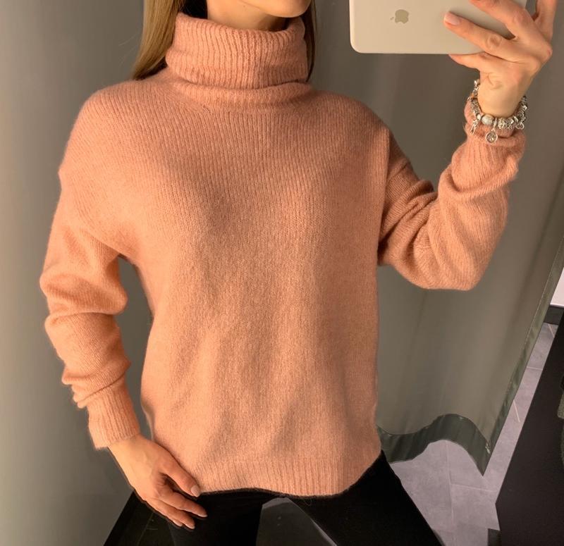 Тёплый пудровый свитер под горло кофта amisu есть размеры