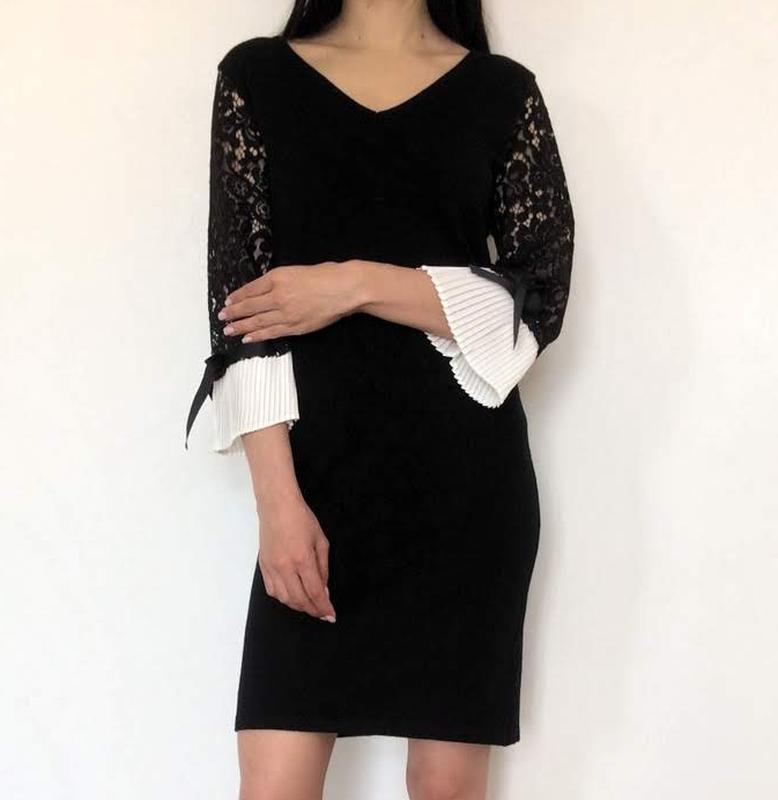 Вязаное платье с манжетами