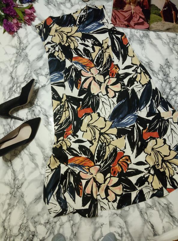 Красивое платье из плотный ткани