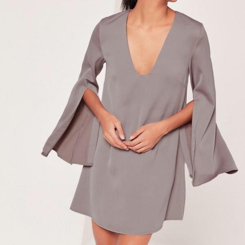 Красивое лавандово-серое платье с разрезами на рукавах и декольте
