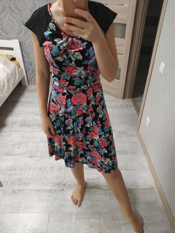 Красивый летний сарафан платье миди в цветы
