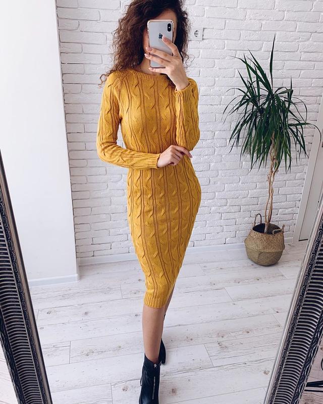 Вязаное платье миди