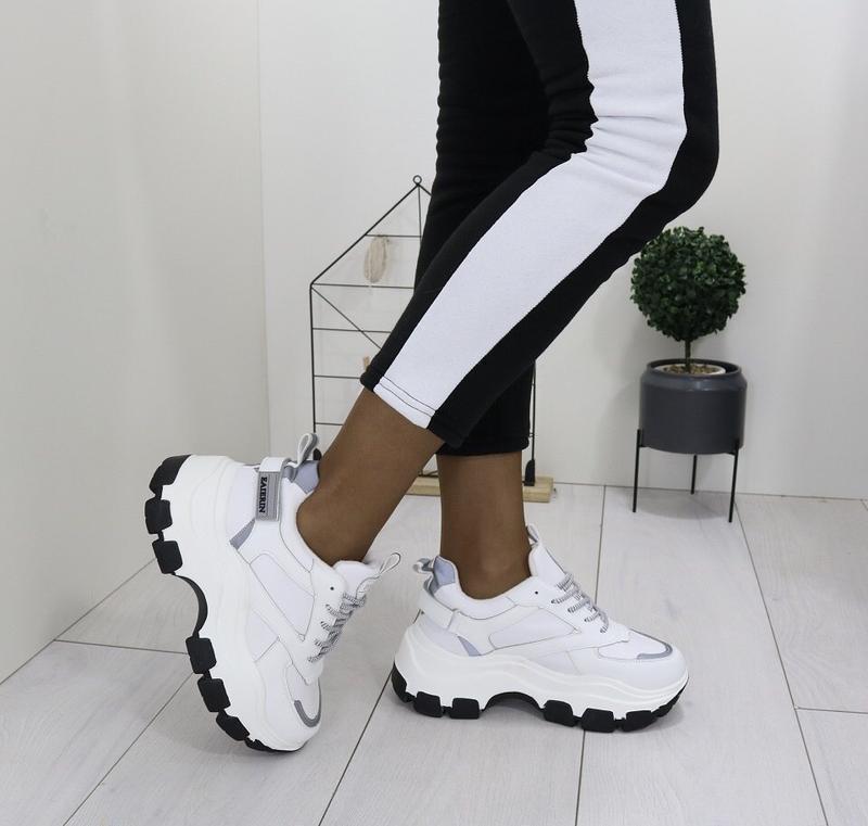 Новые шикарные женские зимние белые кроссовки