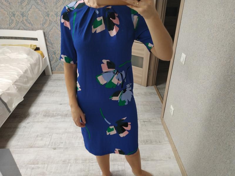 Стильное прямое платье миди