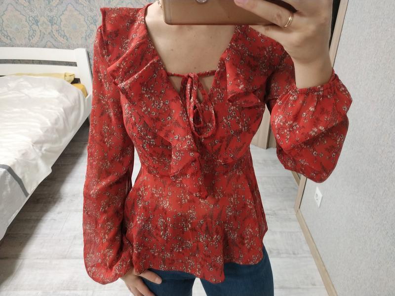 Новая шикарная блуза в завязками и объёмными рукавами