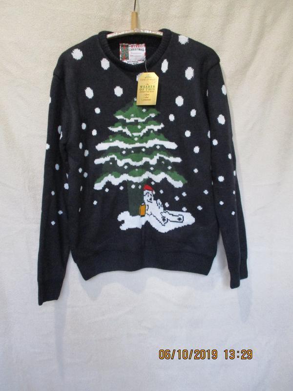 Новогодний свитер с мишкой под елочкой/нюанс