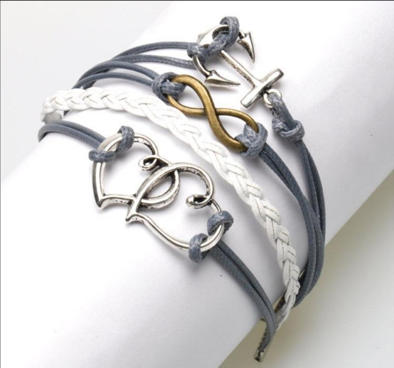 Кожаные браслеты с металлическими вставками