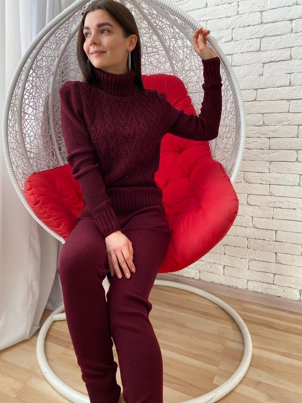 Вязаный бордовый костюм
