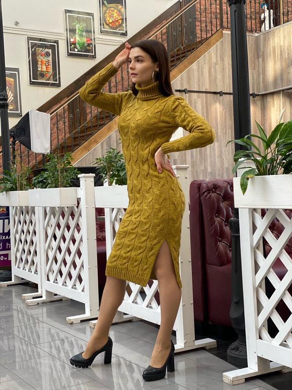 Вязаное горчичное платье