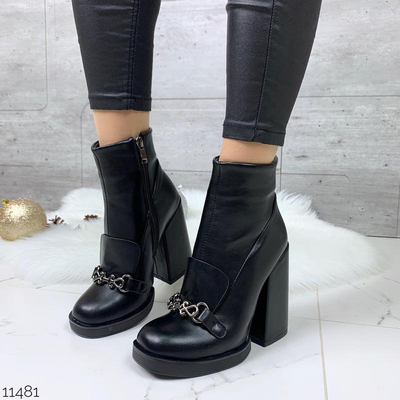 Стильные чёрные ботильоны на каблуке, чёрные ботинки на высоко...