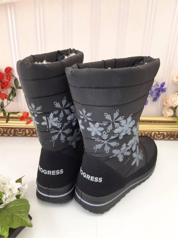 Женские зимние черные сапоги дутики с рисунком снежинками украина - Фото 3