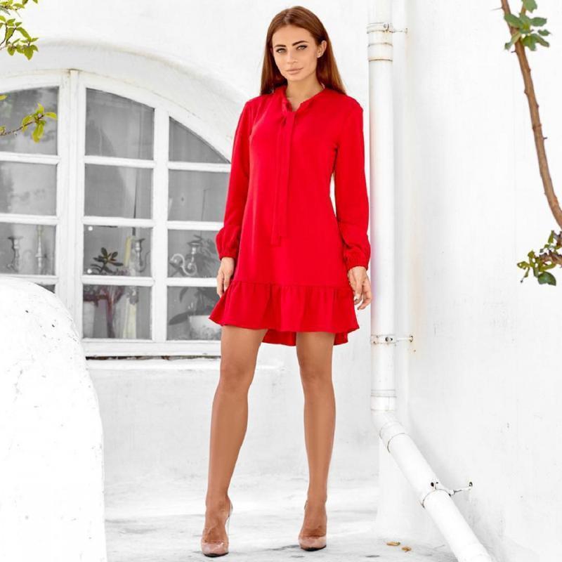 Платье красного цвета с оборкой