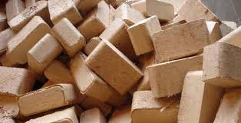 Брикет топливный из смешанных пород древесины от производителя.