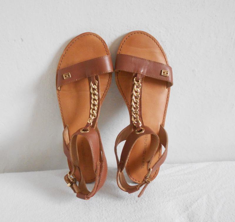 Кожаные босоножки сандалии на плоской подошве tommy hilfiger