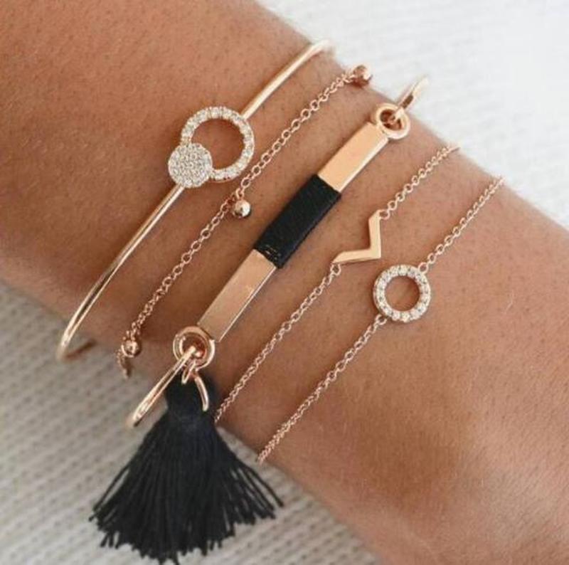 Набор браслетов золотистого цвета 5  штук