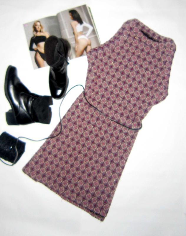 Стильное шерстяное платье от zara c орнаментом