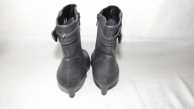 Ботинки, полусапоги женские серые на не большом каблуке 39 размер - Фото 4