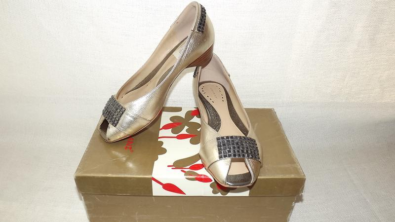 Туфли covani  открытый носик кожаные 35 размер