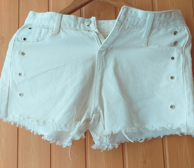 Шорты белые короткие джинсовые s -m b&b