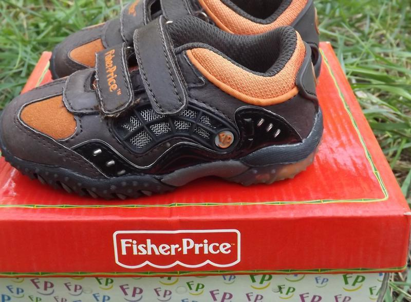 Кроссовки кожа мальчику светяться fisher price 20,21,22 размер