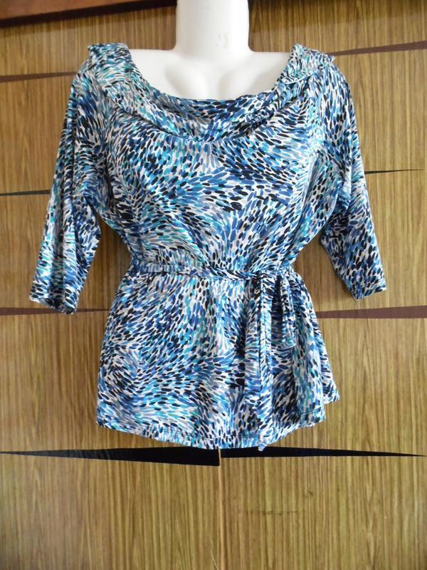 Блуза футболка новая amari размер 22 – реально идет на 52-54.