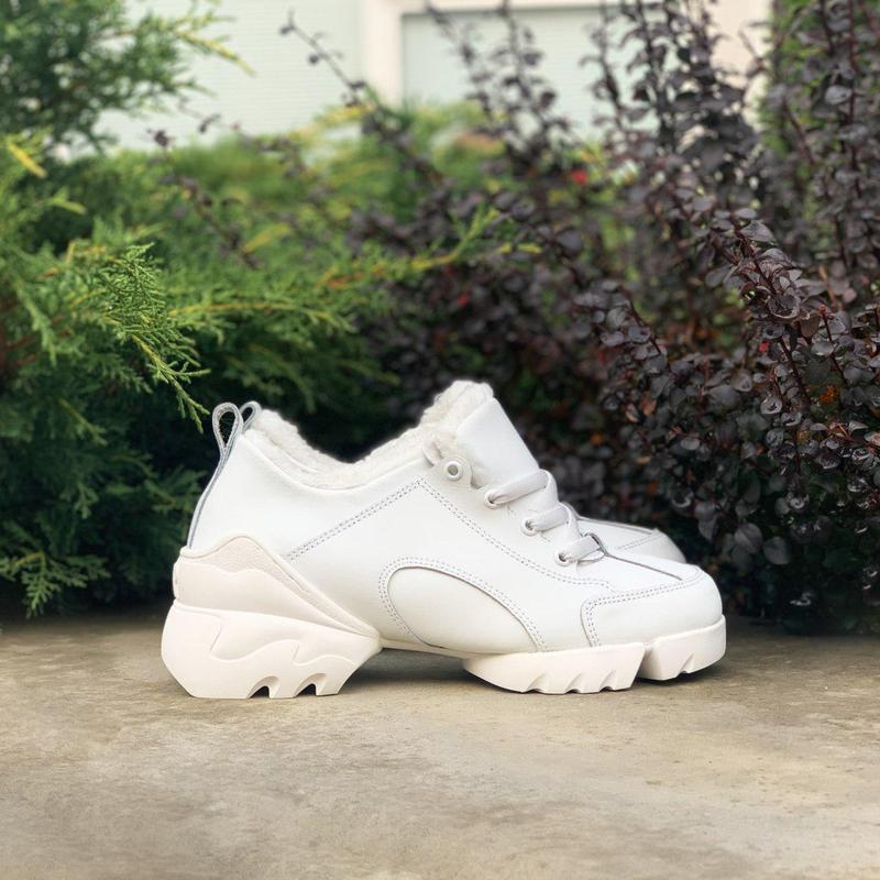 Шикарные женские хайповые зимние кроссовки на меху белого цвет...