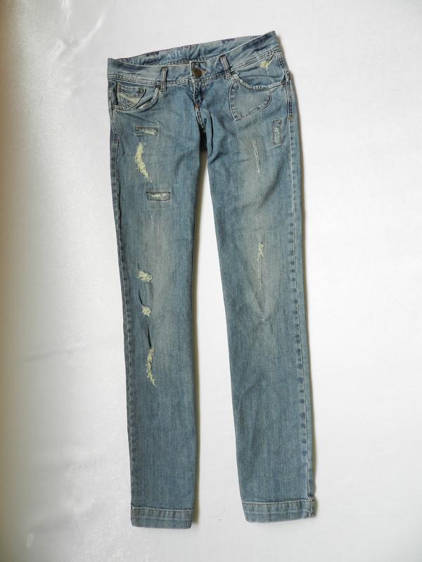 Рваные джинсы бренда ajc