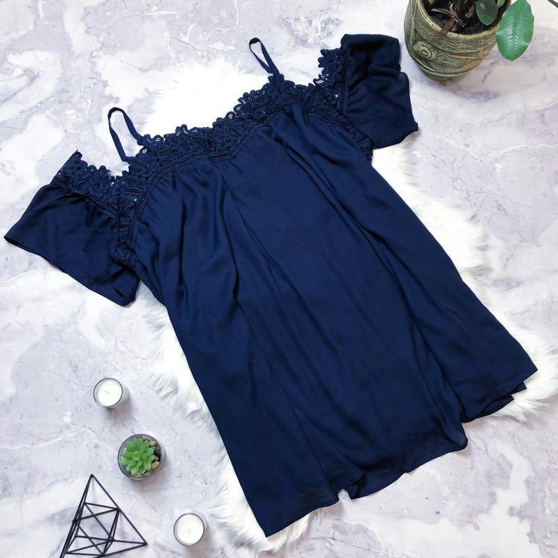 Нарядное платье с кружевом большого размера