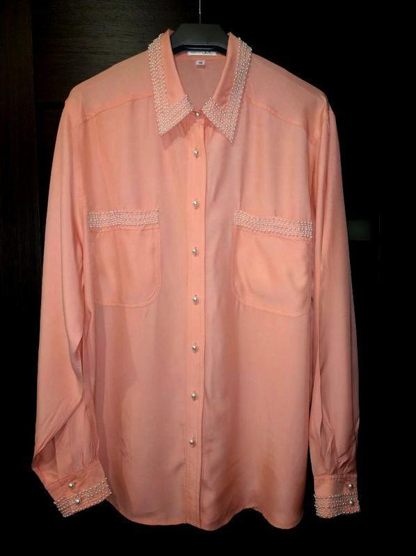 Невероятно красивая блузка вышита жемчугом, рубашка