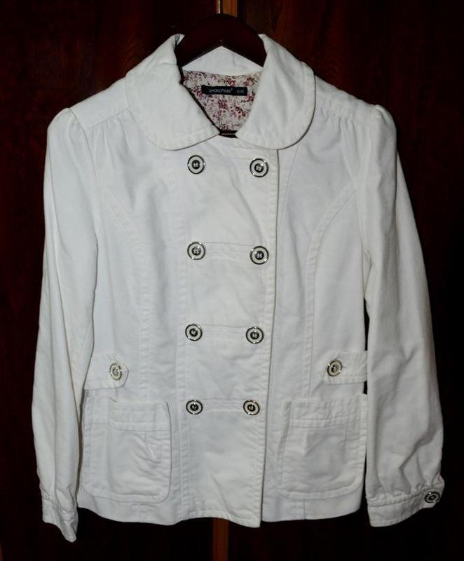 Интересная белая куртка-пиджак