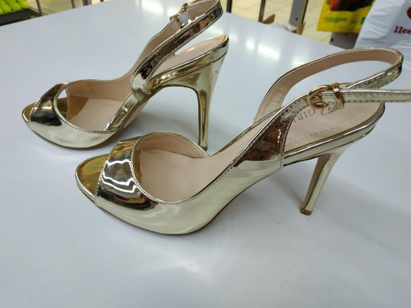 Золотые босоножки, туфли, на выпускной