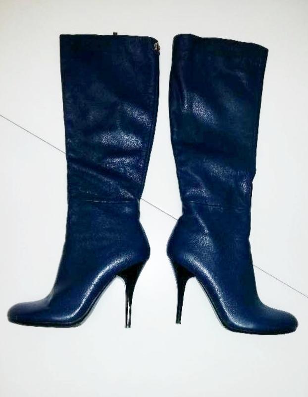 Очень стильные, синие кожаные сапоги