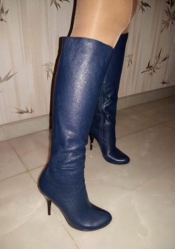 Очень стильные, синие кожаные сапоги - Фото 3