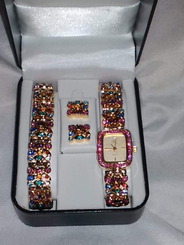 Набор :часы ,браслет и серьги suzanne somers