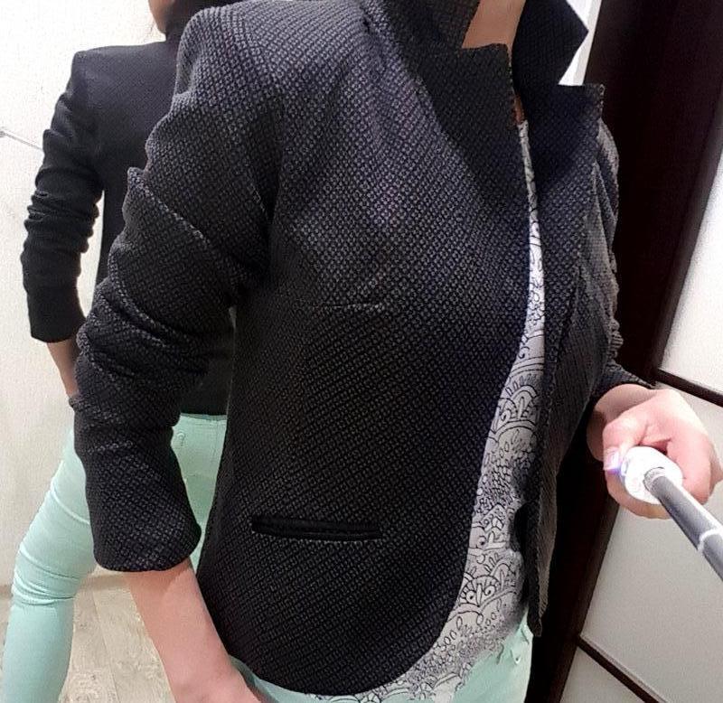 Пиджак стильный жакет серый модный узор