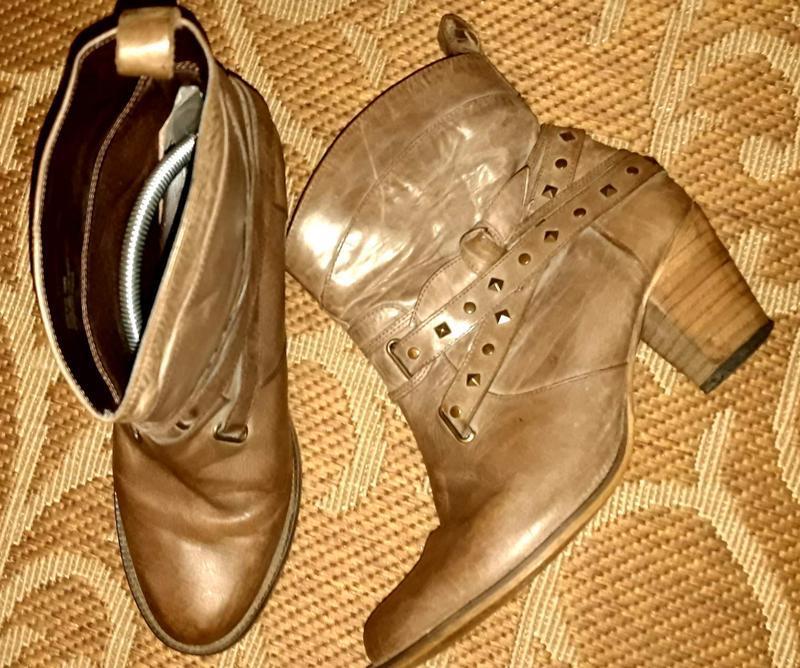 Стильні шкіряні черевики ковбойки