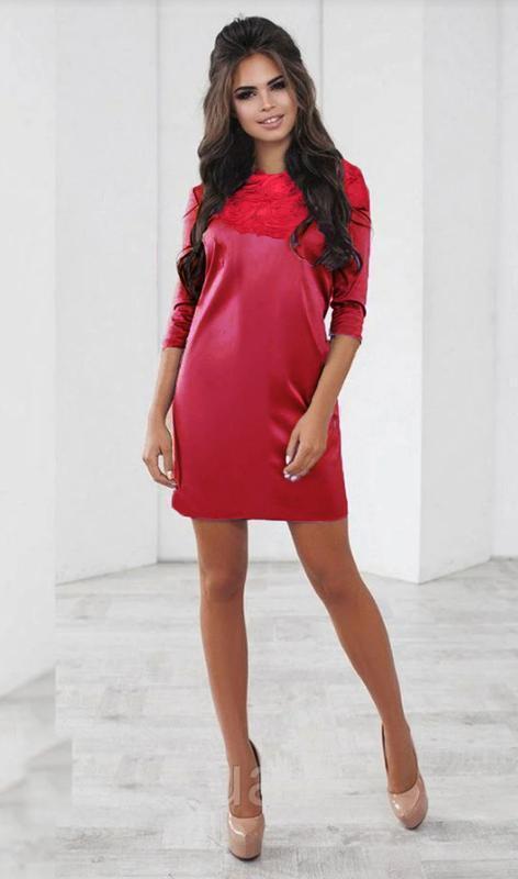 Ярко-красное нарядное,атласное платье