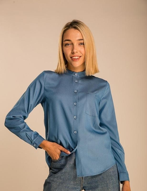 Джинсовая рубашка с разрезом на спинке