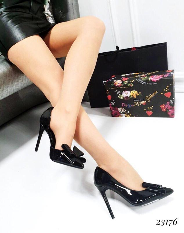 Чёрные лаковые туфли лодочки на шпильке, лаковые туфли на высо...