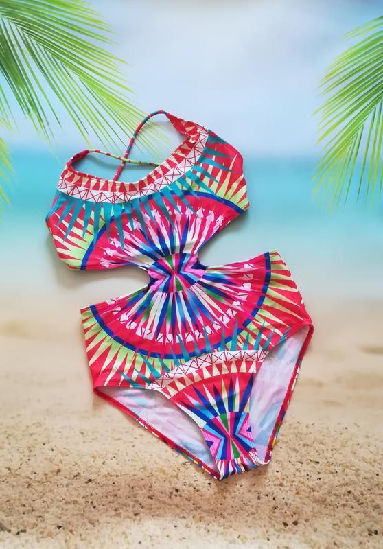 Яркий сдельный купальник монокини, орнамент