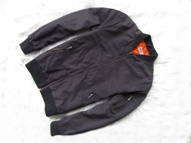 Стильная демисезонная  куртка бомбер h&m