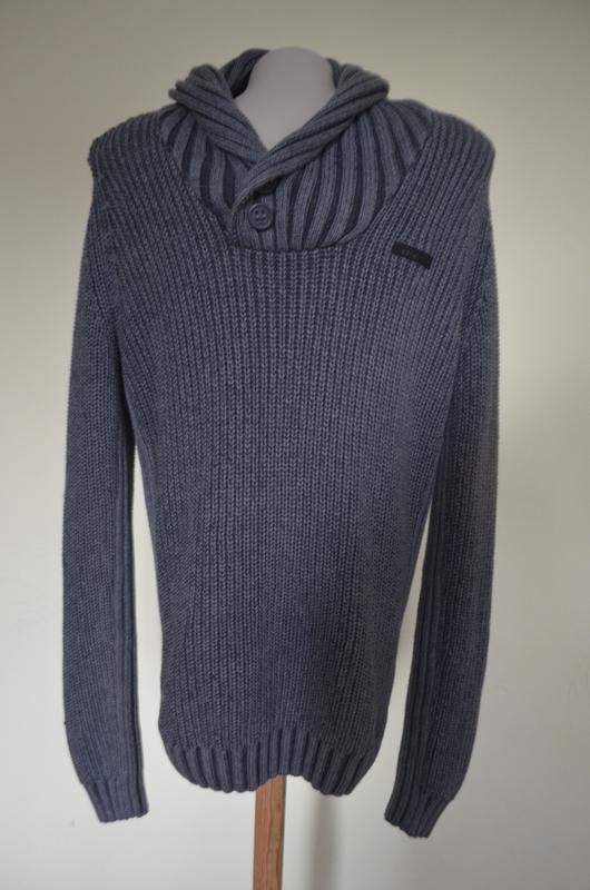 Красивый качественный теплый мужской свитер