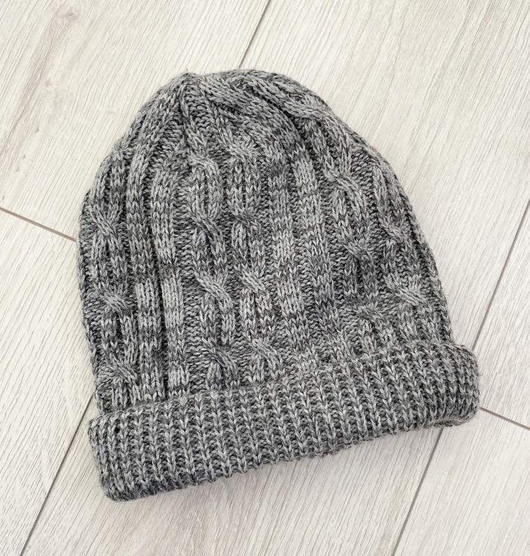 Серая теплая женская шапка на зиму, серая шапка.