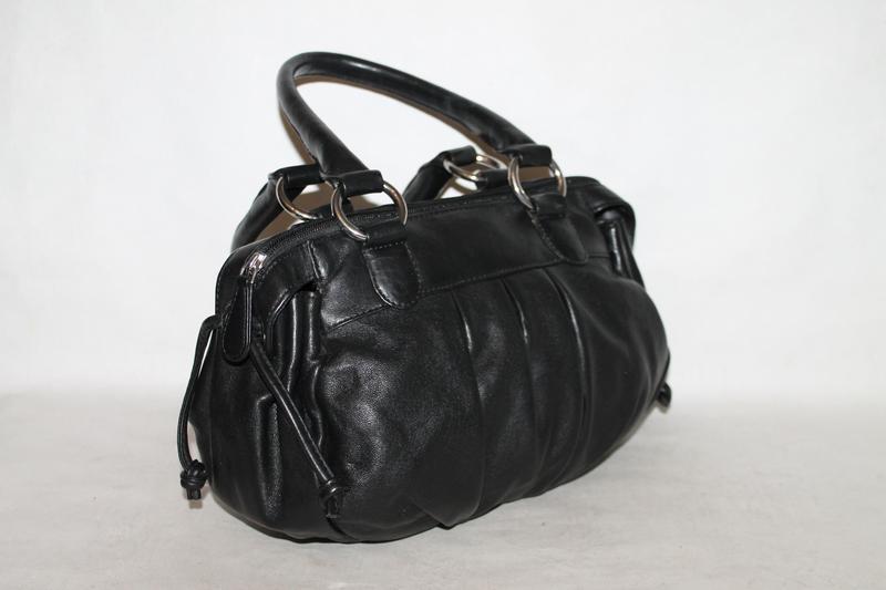 Аккуратная кожаная сумочка от debenhams collection 100% натура...