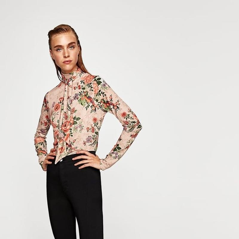 Невероятная блуза гольф цветочный принт с птицами от zara