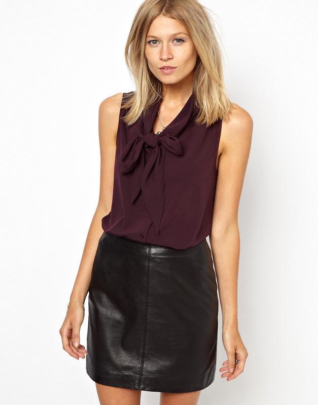 Легкая блузка с завязкой-бантом на груди изумрудного цвета