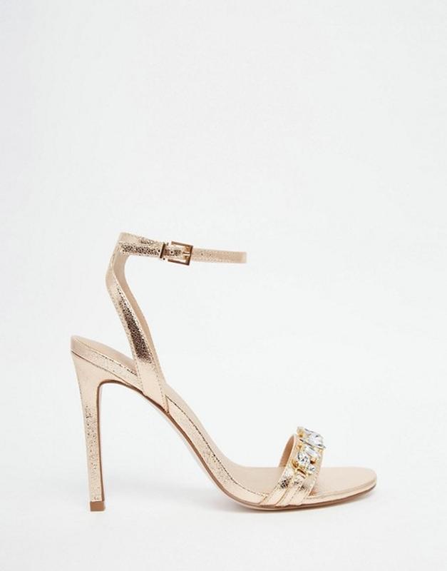 Шикарные медово-золотистые босоножки  на каблуке декорированы ...