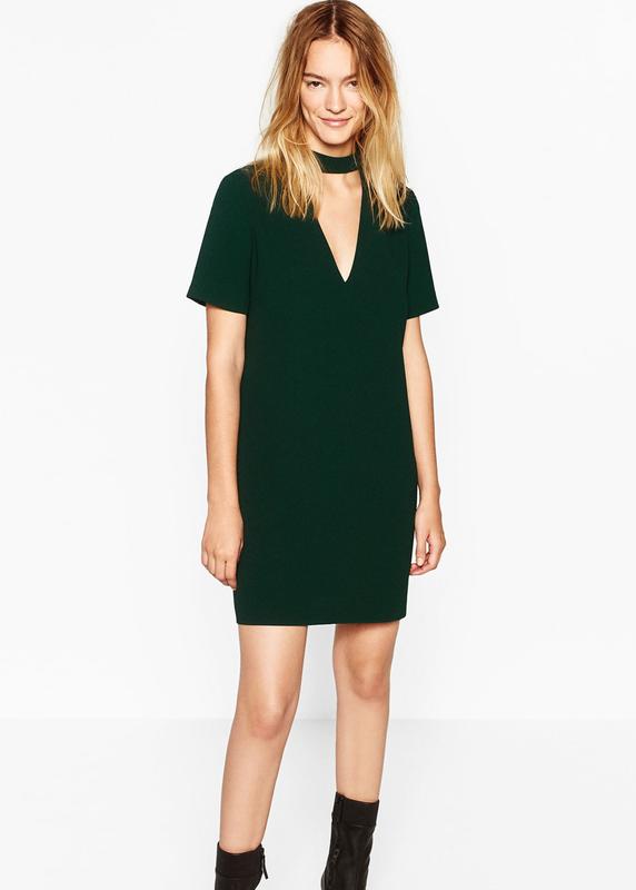 Стильное прямое платье изумрудного цвета с чокером от zara