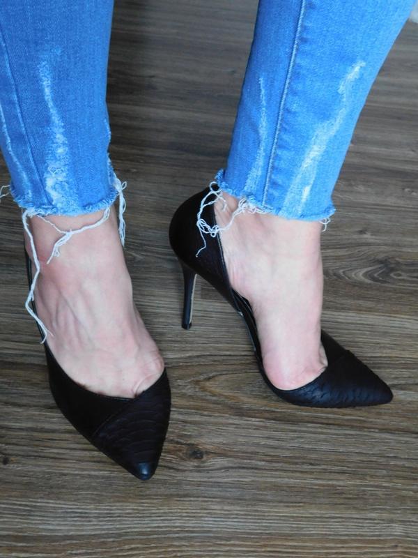 Кожаные туфли лодочки с открытой боковой частью отделкой под к...