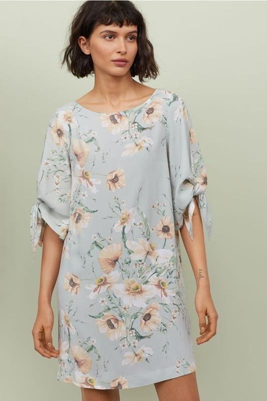 Штапельное платье туника прямого кроя пастельный цветочный при...